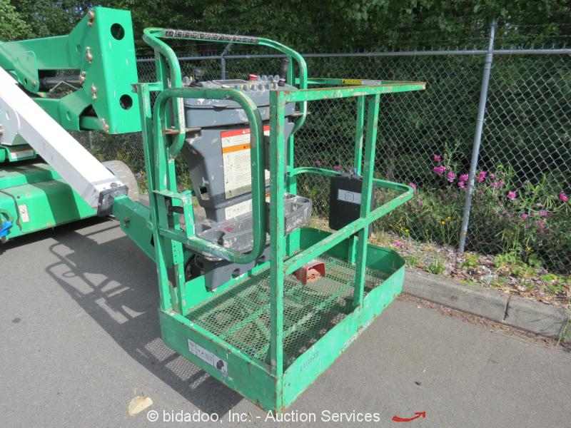 Narrow Articulating Boom Lift : Jlg e an electric articulating boom narrow lift