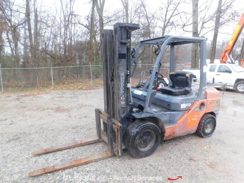 2011 Toyota 8FDU30 6,000 lbs Diesel Warehouse / Industrial Forklift - Repair