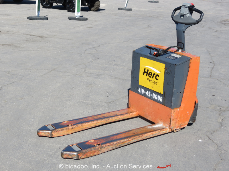 2010 toyota 7hbw23 electric pallet jack 4 500 lb cap 24v for Motorized pallet jack rental